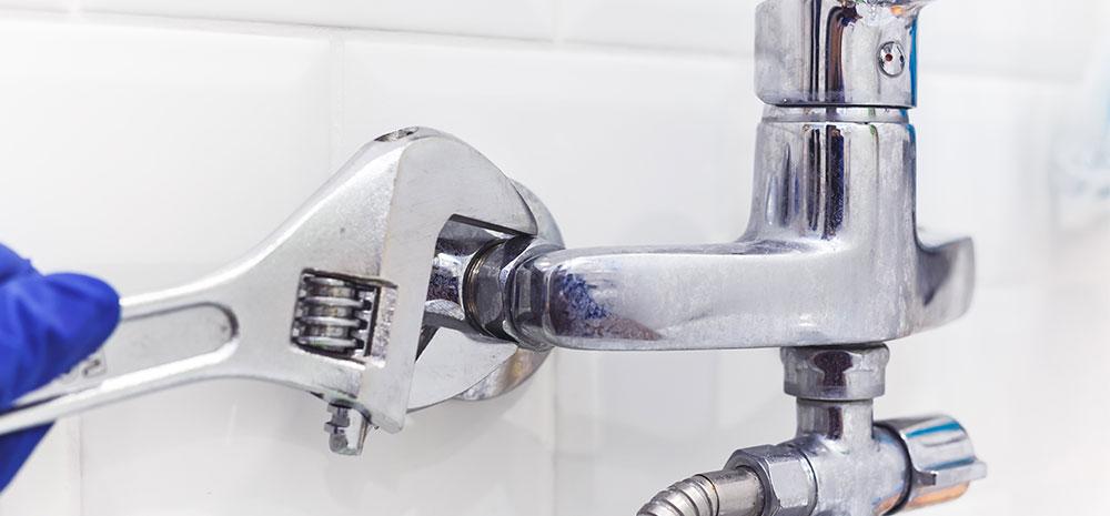 Slik forebygger du vannlekkasjer i boligselskapet